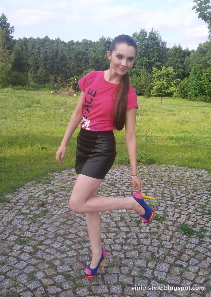 Oasap peep-toe pumps,  cutout platform stilettos, letahre skirt, fuchsia T-Shirt, colorful shoes