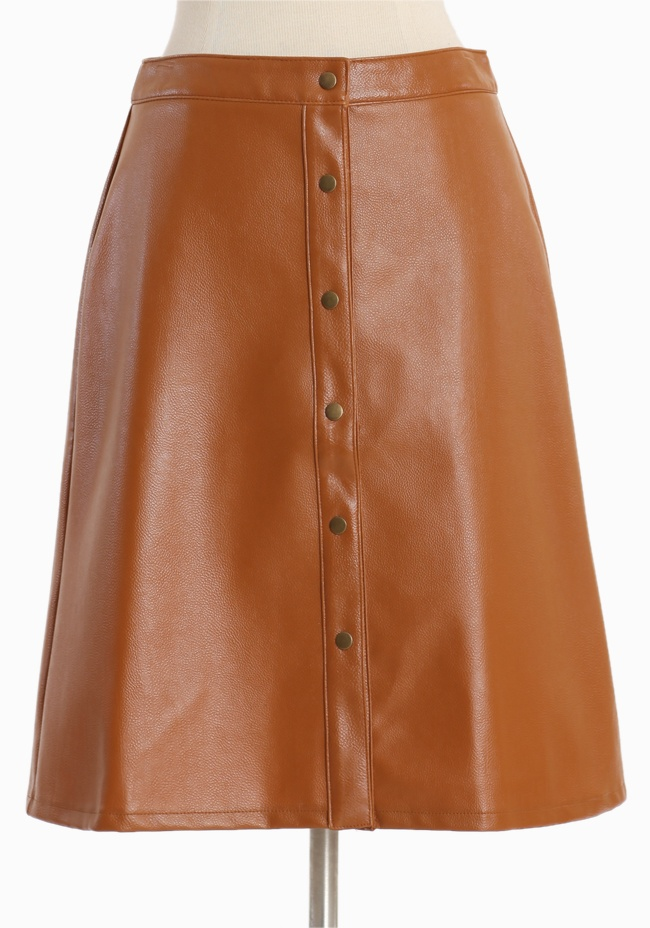 A line faux leather skirt!: Westerns Tales, Buttons Closure, Leather Skirts, A Lin Skirts, Modern Vintage, Faux Leather, Snap Buttons, Vintage Sales, A Lin Silhouette