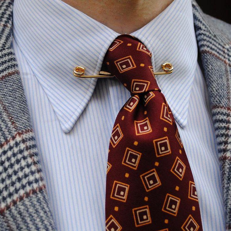Corneliani jacket, made-to-measure spearpoint collar shirt from A. Marchesan/Canclini, vintage ca. 1930s/40s tie. #mtm #madetomeasure #classicstyle #1930sstyle #1930sfashion #dapper #menswear #amarchesan #canclini #corneliani