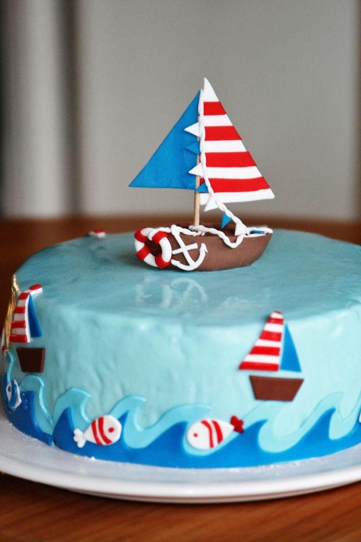 Boot-Torte - Leckerer Torte aus Biskuit mit verschiedenen Füllungen, nämlich Buttercreme, Apfel- und Pflaumenmarmelade. Für einen kleinen Jungen zum zweiten Geburtstag. :)
