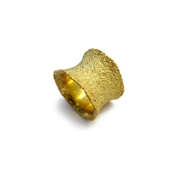Ignea Shape Ring by Cecilia Ribeiro #rings #goldenrings #contemporary jewelry #by-PT