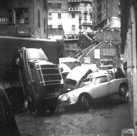 Genova, Alluvione del 7-8 ottobre 1970. (Foto: Publifoto – Giorgio Bergami. Via Pertinace, 1/1 – Genova).