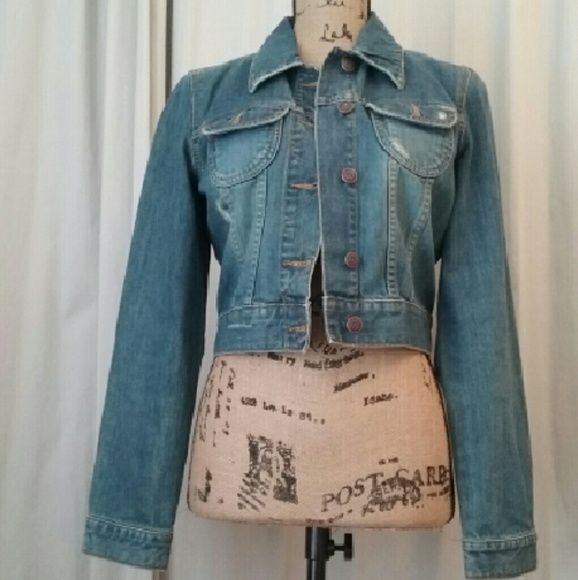 OLD NANY DENIM JACKET. Jacket still in perfect condition. Size is medium, but also can wear as a size small. Old Navy Jackets & Coats Jean Jackets