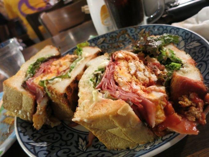 今回は東京で食べられる絶品サンドイッチをご紹介していきます。スタイリッシュなものから、ボリューム満点なサンドイッチ、歴史あるお店などなど様々なものがあります!一度は訪れてみたいです。