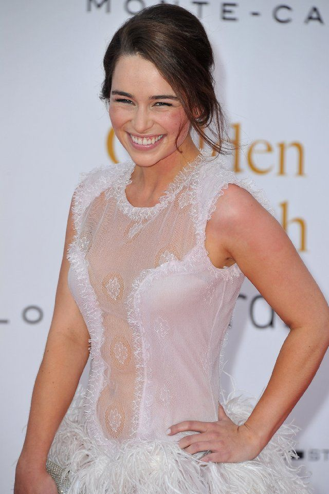 Emilia Clarke | Dressing inverted triangle body shape ...