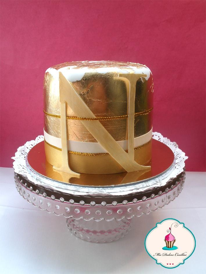 Tarta en fondant y pan de oro comestible