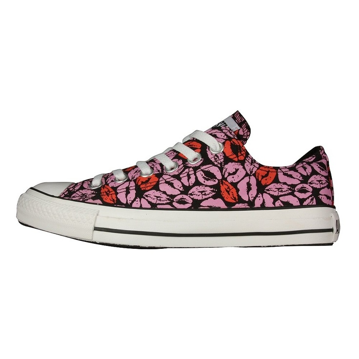 Women's Shoes - Converse Chuck Taylor Lips Ox. Lips like sugar. Sugar kisses .
