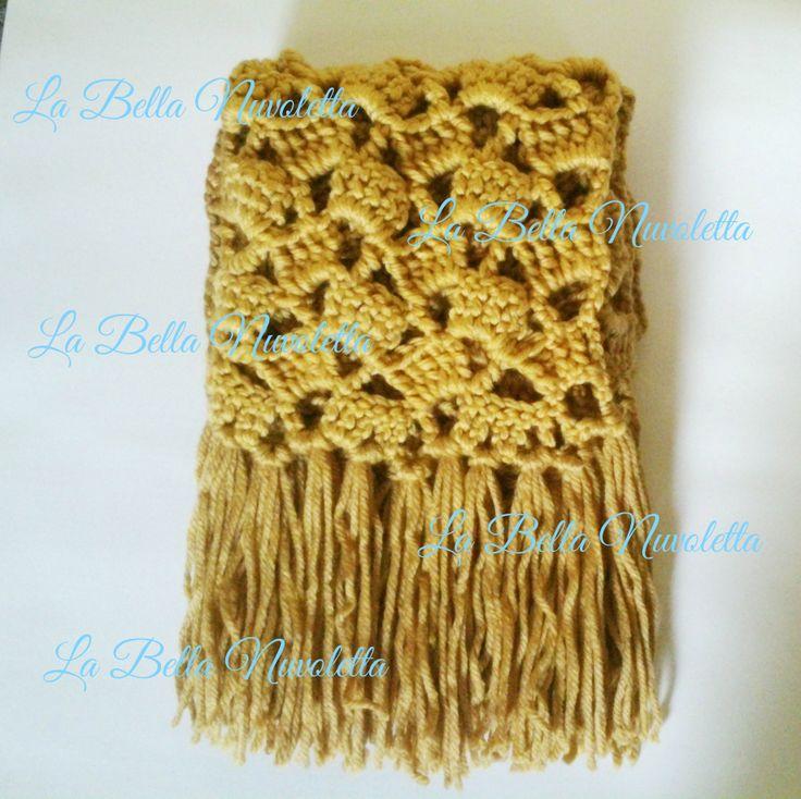 Bufanda con dibujo calado y flecos color mostaza
