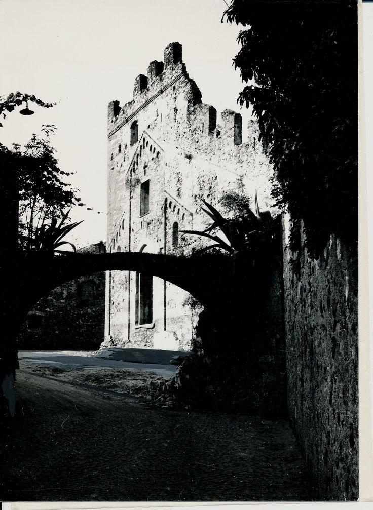 Le vecchie mura e l'antica chiesa di S. Ambrogio a Varazze. S. Ambrogio's church in Varazze. (Photo: Publi Vado) #Varazze #Riviera #Liguria #chiese #churches