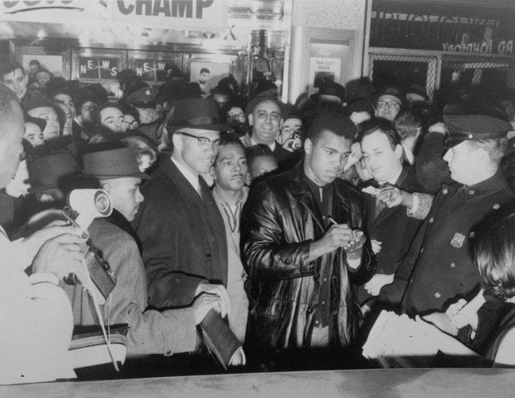 La vida de Muhammad Ali, un titán del boxeo, en imágenes