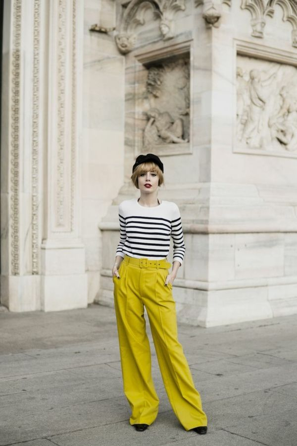 pantalon fluide, couleur néon, un look rétro chic
