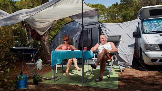 Schokkende foto's: Bungelend gebroken been en Teeven op de camping