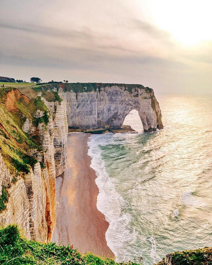 The cliffs steal the show at Étretat, thanks to their exceptional natural drama and aided by the fact that famous Impressionists painted them so memorably