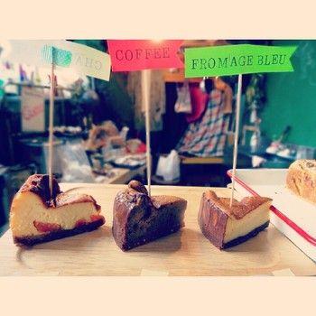 こちらはチリムーロのケーキたち。 季節の果物や野菜を使った、焼き菓子やケーキが並びます。