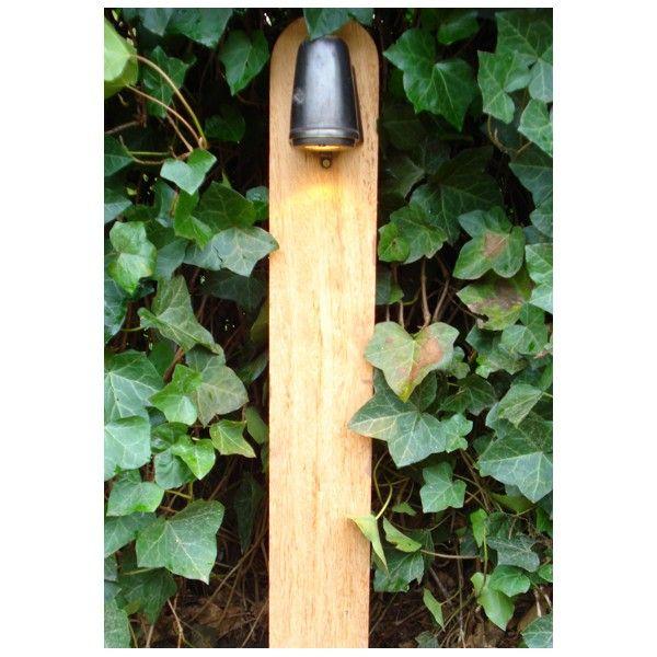 Tuinpaal met landelijke lamp