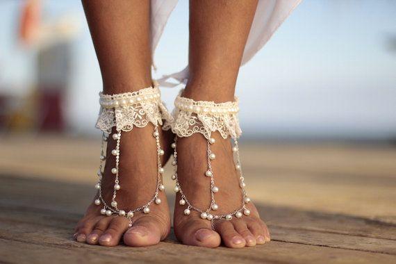 Ivoor boho dans van parels en lace strand bruiloft door FULYAK