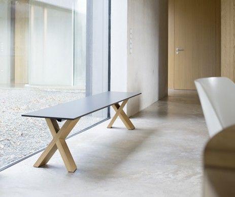 Ławka X-Man idealnie pasuje do naszego nowoczesnego stołu X-Man. Wyjątkowy design oraz udane połączenie materiału hpl z drewnem dębowym.
