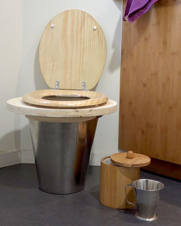Les 25 meilleures id es de la cat gorie toilette seche sur for Toilette seche interieur maison