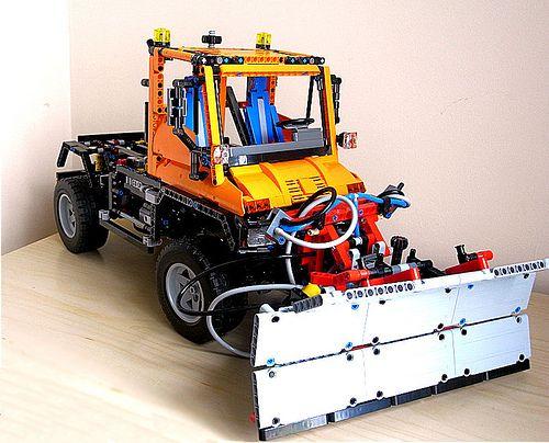 Lego 8110 alternative build by murkredi, via Flickr