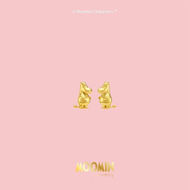 • Moomin Set • • Silver 925 plated with Gold • • Limited Edition Gold 96.5 • • ต่างหูชุดลายมูมิน • • เงินแท้ 925 ชุบทอง • •  มูมินทองแท้ 96.5 พิเศษจำนวนจำกัดสำหรับเหล่าสาวกมูมิน • สำหรับสาวๆที่ชอบความเก๋ไก๋ แต่ไม่ทิ้งความสดใสน่ารักในตัวน้องมู #moomin #moominjewelry #moominthailand #moominthailandfanclub #thailand #jewelry #ムーミン #무민