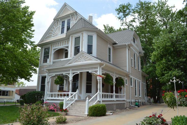 OldHouses.com - 1885 Victorian - Esquisite Victorian Home in Centerville, Iowa