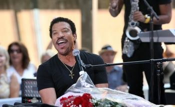 Exclusive GRAMMY.com Interview With Lionel Richie | GRAMMY.com: Photos, Lionel Richie, Grammy Photo, Richie Performed, Photo Galleries, Grammy Com