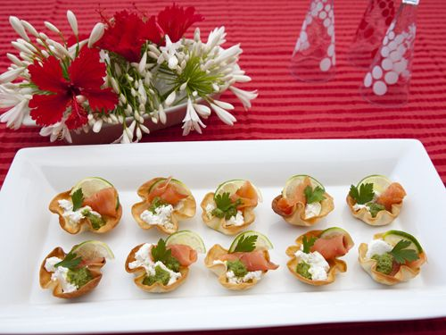 Die besten 25 salmon canapes ideen auf pinterest for Smoked salmon roulade canape