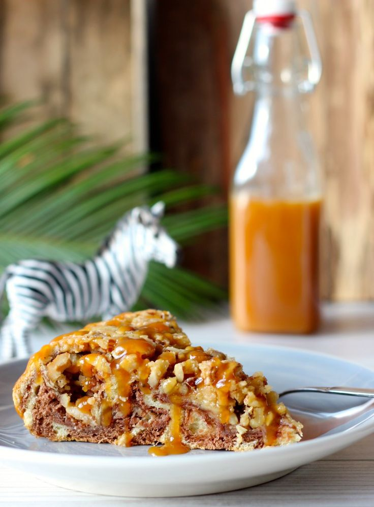 Zebra-Hefe-Kuchen mit Nüssen und viel Karamell