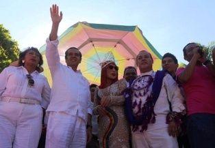 Coronan a Lyn May como reina de la Sexta Marcha contra la Homofobia - http://www.tvacapulco.com/coronan-a-lyn-may-como-reina-de-la-sexta-marcha-contra-la-homofobia/