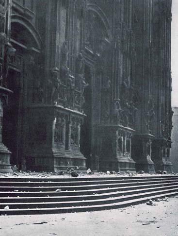 I bombardamenti aerei su Milano durante la II guerra mondiale: Il duomo.
