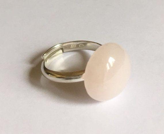 Anillo de plata de ley y cuarzo rosa natural, Piedra natural, Piedra del amor, Gema rosa, Anillo de plata, Cuarzo natural.
