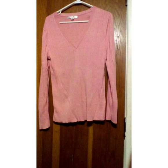 Old Navy womans top Old Navy womans xl v neck top  Smoke free home Old Navy Tops Blouses