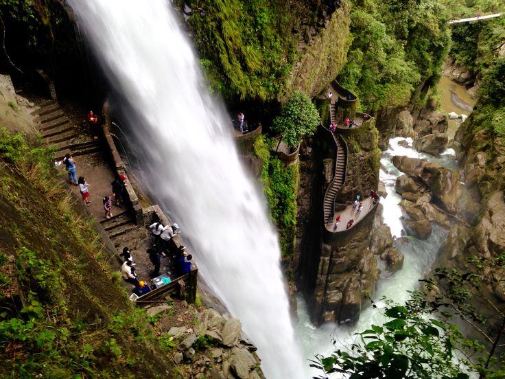 Pailón del diablo, una maravilla en Baños de Agua Santa en Ecuador.