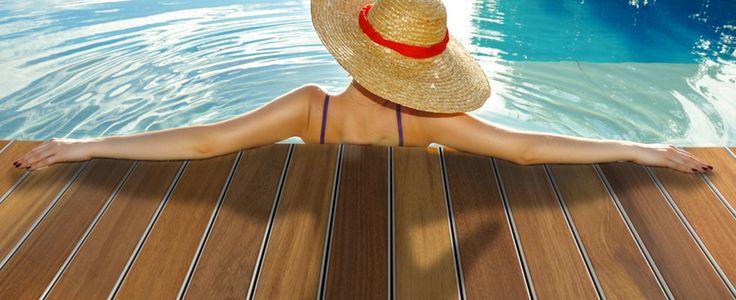 hout voor bij het zwembad