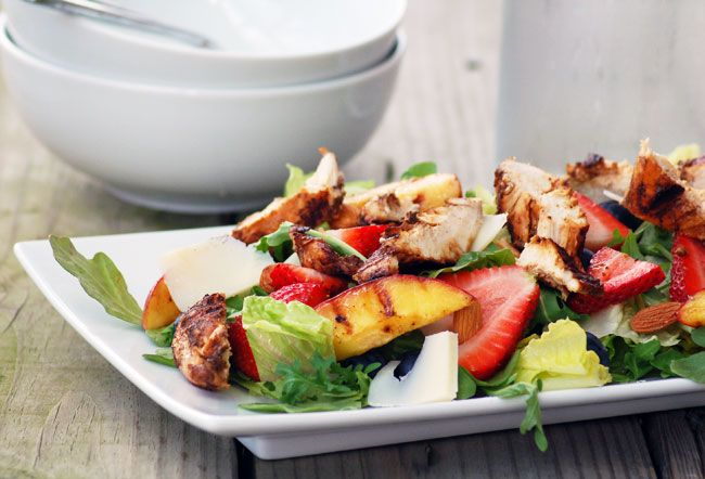 Balsamic Chicken & Summer Salad - Grilled peaches, fresh strawberries and blueberries, raw almonds, savory chicken, on a bed of peppery arugula. YUM!: Chicken Salad, Salad Chicken, Chicken Summer, Chicken Asweetsimplelif, Healthy Eating, Asweetsimplelif Com View, Summer Salad, Balsamic Chicken, Asweetsimplelif Salad