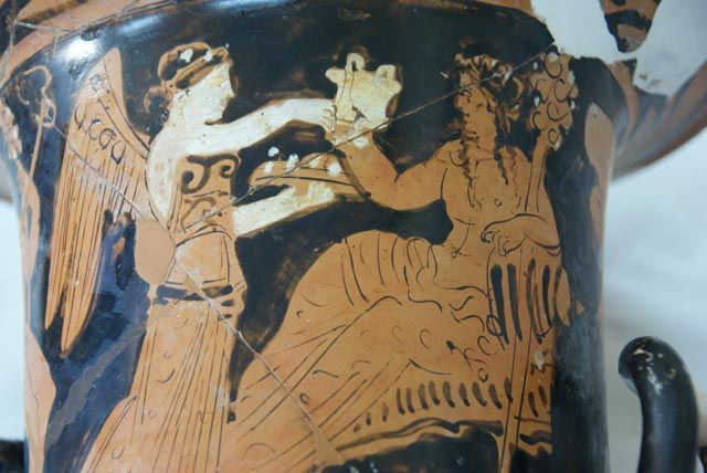 Την Δευτέρα 4 Ιανουαρίου το Εθνικό Αρχαιολογικό Μουσείο και η Εταιρεία των Φίλων του υποδέχονται το 2016, που αποτελεί έτος-ορόσημο για την ιστορία του, με το νέο αριστουργηματικό έκθεμα του «Αθέατ…