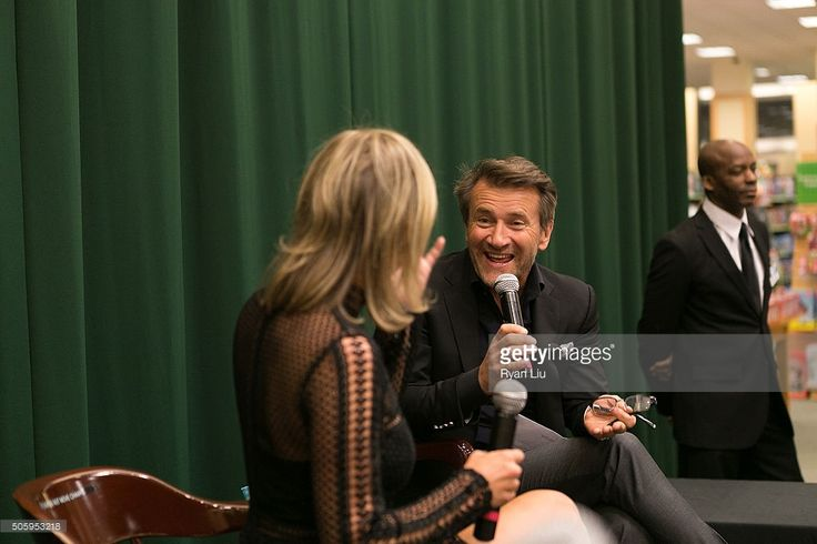 Kym Johnson and Robert Herjavec attend Kym Johnson In Conversation With Robert Herjavec at Barnes & Noble Tribeca on January 20, 2016 in New York City.