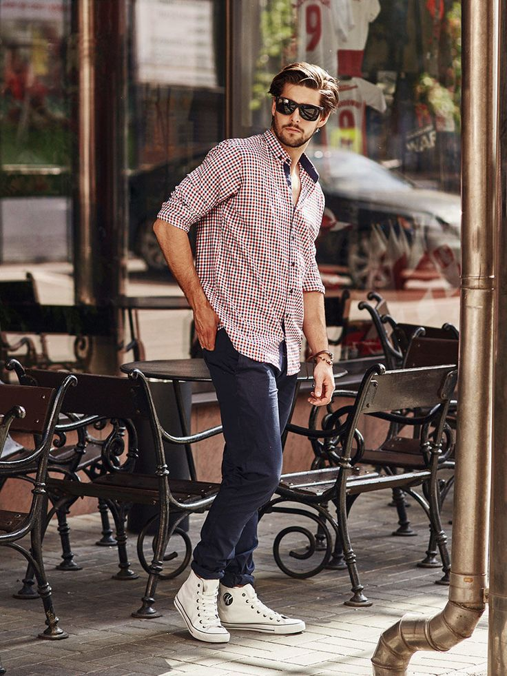 Chilled and casual styling from Bolf for hot days. Amazing slim fit shirt with a red checked pattern should be worn with a loosen collar and tucked out on the trousers. We add navy blue chinos to the outfit. Get the wow effect by wearing white plimsolls with a high upper, dark sunglasses and a leather bracelet.