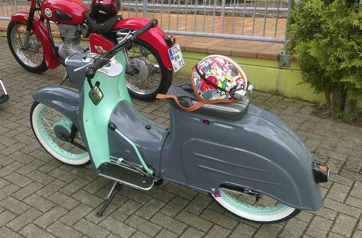 Extra nice!  #bavariancustomcrew #miasancustom #bcc #custom #custombike #custommade #custombuilt #simson #schwalbe #kr51 #ddr #ostalgie #ostblech #old #oldtimer #oldschool #vintage #retro #potd #picoftheday #ratte #ridetilldeath #ridewithstyle #edel #bikeporn #ratte #ratstyle #low #grey