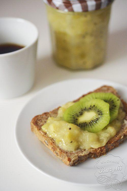 Prosty dżem z kiwi i bananów. Doskonały do naleśników, omletów, kanapek. Prosty i szybki w przygotowaniu. Smaczny, słodki, doskonały dla dzieci.