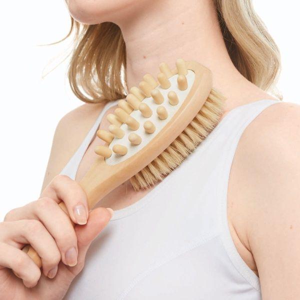 コジットのセレブ肌ドライブラッシングお肌をブラシでなでるだけ 1日3分、美ボディケア お風呂前に、お風呂上がりに。お肌をブラシでなでるだけ! 【ドライブラッシング】 世界的モデルやセレブが実践していると話題!!欧米発の美容法として知られています。 2way 両面使いでWのボディケア ・BEFORE BATH 肌磨きブラシ:天然豚毛使用ブラシでお風呂前にやさしくブラッシング。 ・AFTER BATH仕上げブラシ:木製の突起でお風呂上がりに心地よく刺激。[型番:I24685]のセレブ肌ドライブラッシングを買うならマルイの通販サイト「マルイウェブチャネル」で![TO283-820-30-01]