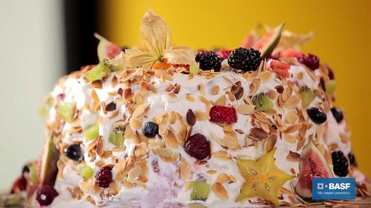 Na primeira, ele ensina como preparar um bolo de frutas sem glúten e lactose. E encerra o desafio reaproveitando o que sobrou da casca da fruta para fazer picles em conserva. Confira...