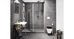 Badkamer met grijze badkamertegels met Sphinx sanitair