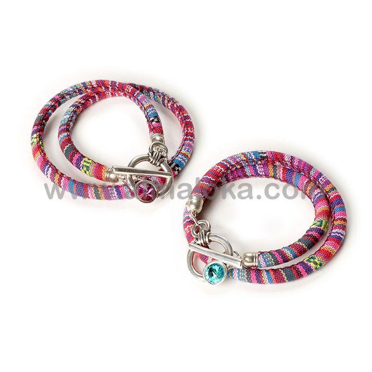 PULSERA NECKLET Pulsera con cordón étnico de dos vueltas, cierre de zamak con Swarovski en color turquesa o fucsia. Lo puedes usar también como collar.  http://www.almaloka.com/producto/pulsera-necklet/