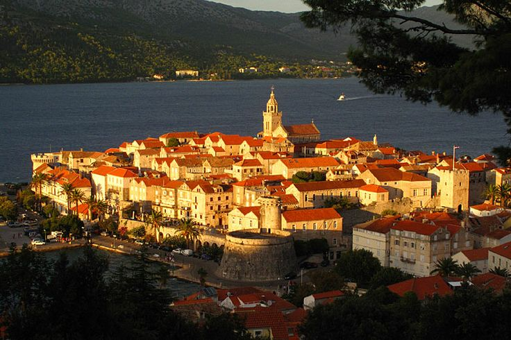 Okružní plavba 3 - Střední Dalmácie - město Korčula: http://www.novalja.cz/chorvatsko/plavby-lodi/plavba-lodi-stredni-dalmacie/
