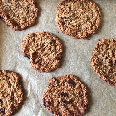 Veganske PEANUTBUTTER COOKIES – glutenfri naturligvis De her cookies er totalt lækre, lidt til den søde side så spis dem til en god kop kaffe eller sort the. Og så er det nok verdens nemmeste opskrift, du kan have dem klar virkelig hurtigt. 250 gr. Peanutbutter (andet nøddesmør kan bruges, prøv feks. en blanding …