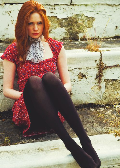 Karen Gillan and her gorgeous self. For sure she is my ginger-model. Hair, make-up, and style all on point ;D