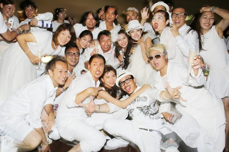 全身真っ白の装いのファッショニスタが集うシークレット・ディナー・パーティ「ディネ・アン・ブラン東京(Dîner en Blanc Tokyo®)」が8月9日、日本初上陸を記念したプレパーティーを開催した。