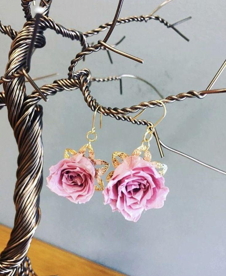 Preserved flower earring... Pink.....