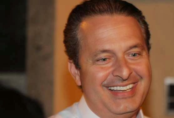 Pregopontocom @ Tudo: Campos pré-candidato faz PSB ficar 'milionário'  Quase 90% dos recursos destinados ao partido de Campos saíram de empreiteiras. As maiores contribuições foram da Construtora Triunfo (R$ 1,5 milhão) e da OAS (R$ 1,55 milhão). A única doação do setor financeiro foi do Banco BMG (R$ 500 mil).